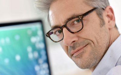 Presbicia o vista cansada: qué es, a quién afecta y cómo se compensa